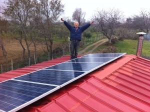 Happy customer in Greece goes off-grid